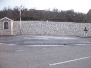 Kameni zid na Trgu Franje Tuđmana